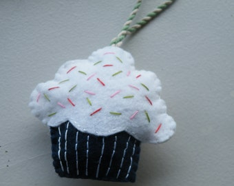 Cupcake Christmas Ornament, Baby Shower, Gift Tag/Topper