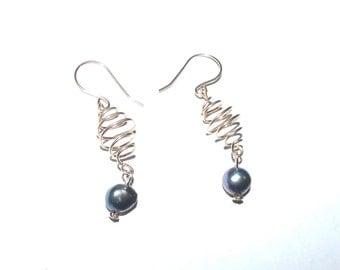 Bronze Spiral Wire Earrings Black Pearl Wire Jewelry, Bronze Earring, Dangle Earrings, Wire Earrings, Bronze Jewelry, Long Earring, Wire Art