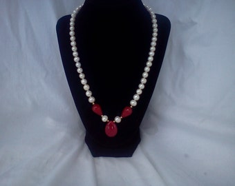 white pearl and ruby necklace