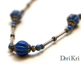 Delicate minimalis long necklace with blue lapis lazuli, minimalist stone necklace. Vintage antique necklace.
