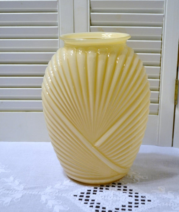 Art deco beige glass vase draped ribbed design belgium vintage - Deco vintage belgique ...