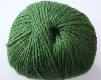 SALE*** Staples 8ply / DK - 0133 Asparagus 100gm - 100% Merino - 177m/100gm