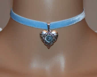 Heart with rose and velvet choker light-blue-coloured