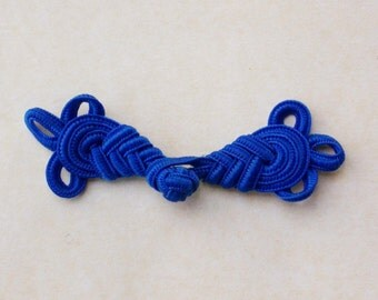Large blue frog closure. Loops. One only