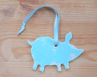 Ceramic pig ornament - large, pig with lace pattern.