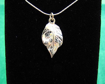 Sterling 925 Silver Necklace with Leaf Pendant