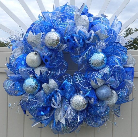 Christmas weath blue silver white deco mesh wreath frozen for Deco table noel bleu et blanc