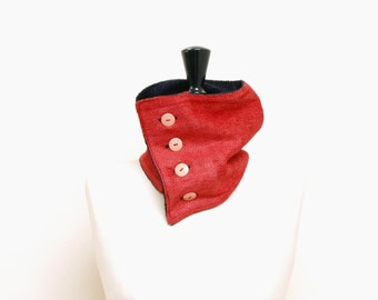 Red-black buttoned collar n. 1