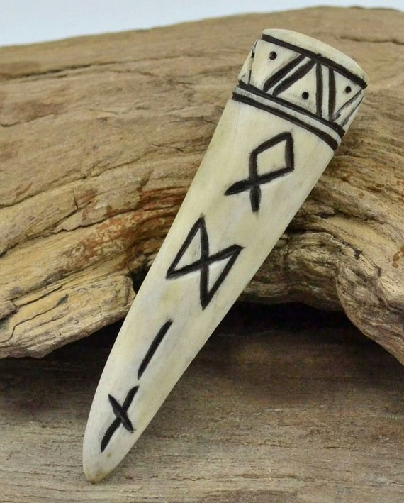 Andouiller de cerf pednant rune odin viking vikings norrois - Rune viking traduction ...