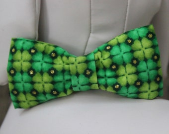 ST. PATRICK'S DAY Bow Tie Collar Attachment & Accessory for Dogs and Cats / Green Glitter Shamrocks