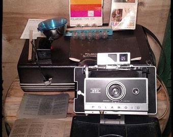 Vintage Polaroid 250 Land Camera / Film 108 / Flash 268 Accesory / Collectible Camera / Photography Shop Decor / Best Gift Idea / F636