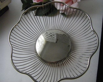 octagon scalloped silverplate basket breadholder seashell holder napkin holder guest towel holder silverware holder