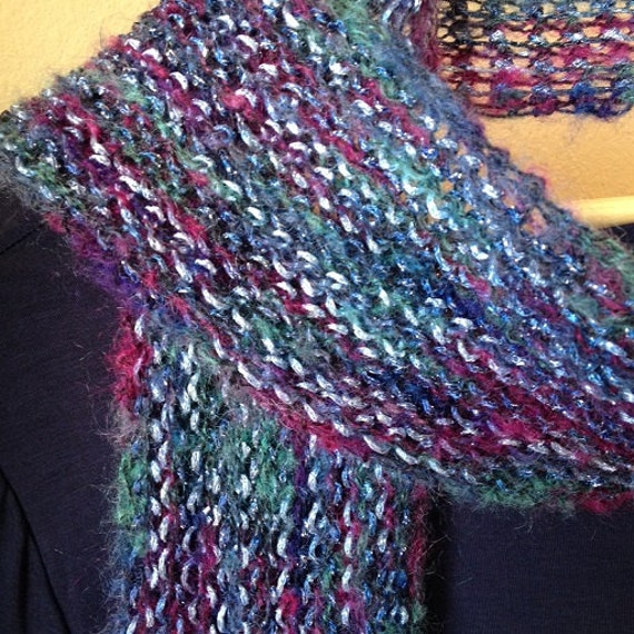 Two-tone Scarf - a loom knit pattern