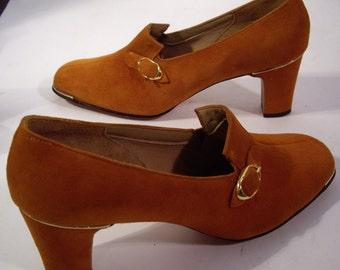 "Vintage Robert Evans Las Vegas - ""Under Cover' Rust Suede  Leather Pumps 2 1/2"" Heels Size 7 1/2 M"