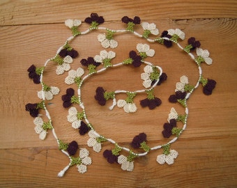 needle lace flowers, 40 pieces, aubergine white oya