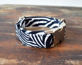 Zebra dog collar adjustable. Handmade with 100% cotton fabric. Animal print pattern. Elegant and chic style Wakakan