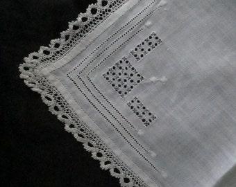 Charming vintage antique handkerchief hanky approx. 29cm x 29cm