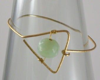 Geometric triangle wire bracelet with green ceramic bead