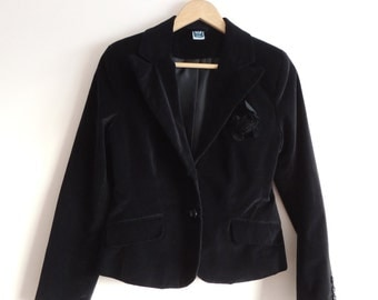 Vintage HERE THERE Black velvet blazer/ jacket with buttons, lining, Flower, buttons and back split, size 170