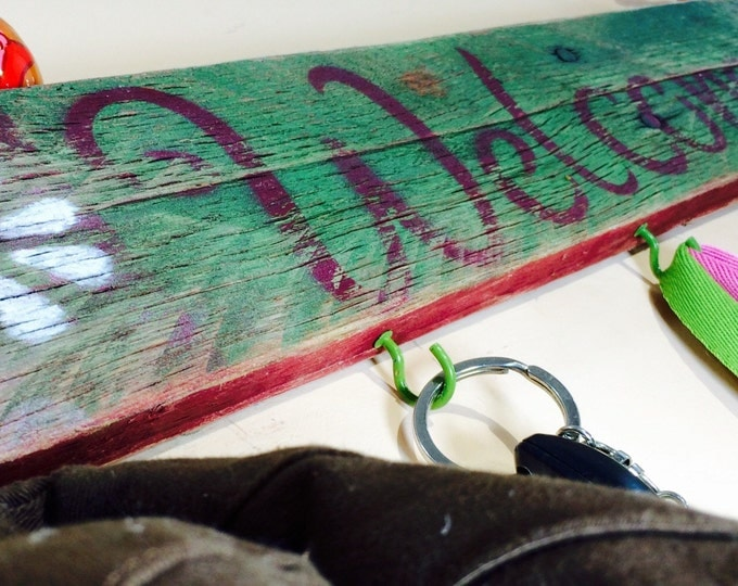 Made to order -Reclaimed Pallet wood welcome sign 5 green hooks / hat hanger wall rack /key holder recycled wood home wall decor distressed