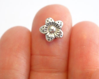 30 Flower Spacer Beads 9mm Silver Tone - BD45