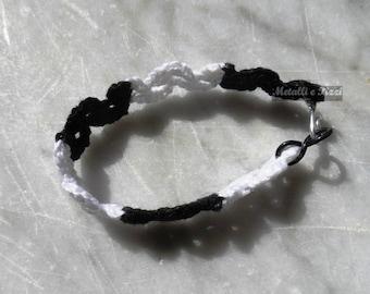 Lace bracelet black and white