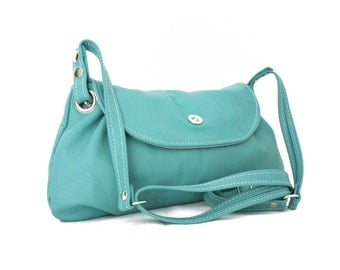 Turquoise leather bag - crossbody everyday leather bag in turquoise / Bolso de cuero turquesa - basic collection