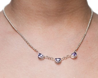 Fine Vintage Silver Necklace with 3 beautifull shaped Amethyst gems.