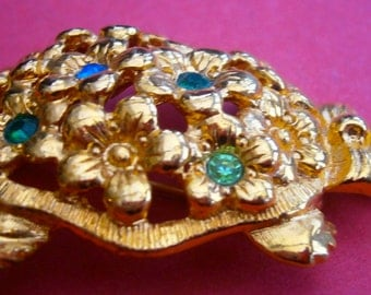 A505)  A Lovely vintage gold tone signed Avon rhinestone turtle tortoise brooch