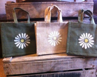 Small jute bags with daisy motif