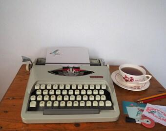 vintage typewriter Royal Royalite 120 - nice decorative typewriter