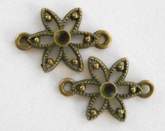 Set of 2 antique bronze floral, flower connectors, 22 x 15mm, C5001
