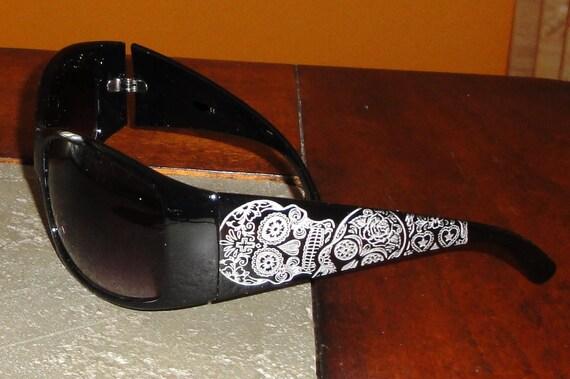 "Women's ""Sugar Skull"" Dia de los muertos Day of the Dead Engraved Sunglasses"