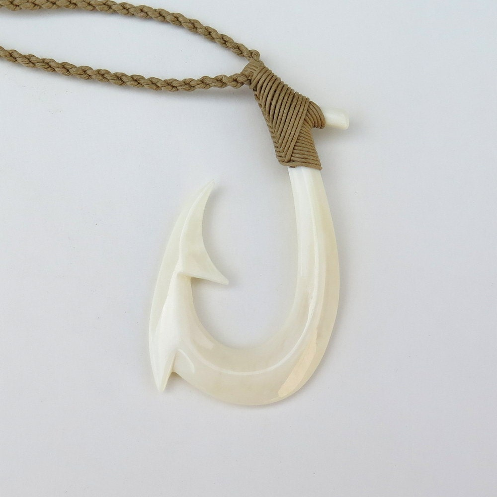 Hawaiian maori large bone fish hook necklace a9 for Fish hook necklace