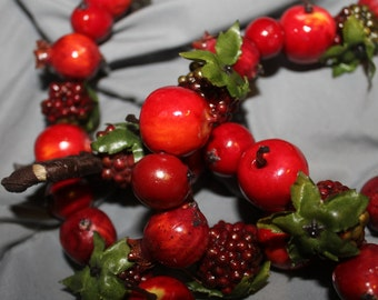 Strand of Berries For Holiday Season Decoration, Christmas Tree Decoration, Thanksgiving Season, or Home Decoration, Country Home, Kitchen