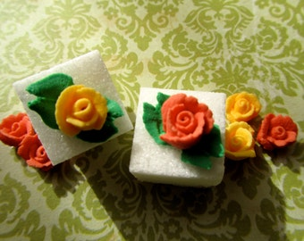 Bold beauty mini roses on sugar cubes
