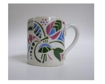 Petite tasse à café, motifs fleurs bleu, vert et rose, faïence vintage français, grands magasins, années 1960