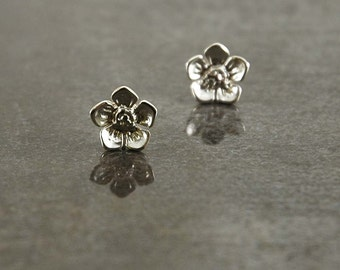 Pointed Petal Flower 925 Sterling silver stud/post earrings
