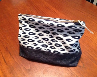 Large lined travel pouch