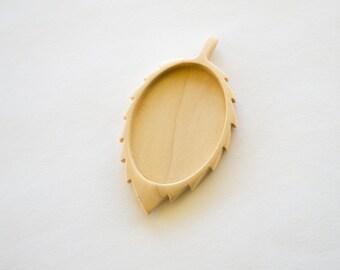 Fine brooch back hardwood finished - Maple - 30 x 40 mm - (D11-Mp)