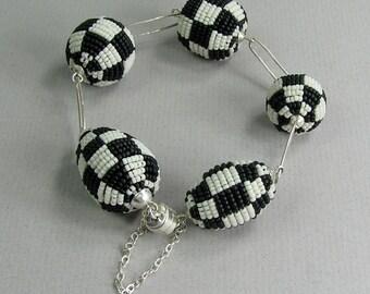 Beaded bracelet, black and white, checkerboard, beaded beads