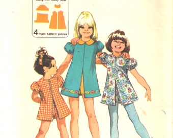 Simplicity 9895 1970s Girls Jiffy Dress and Pull Up Shorts Pattern Toddlers Vintage Sewing Pattern  Size 3 Breast 22