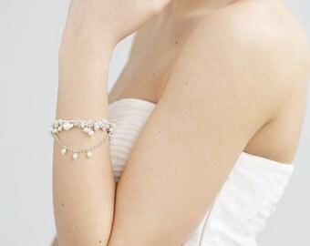 Bridal Cluster Bracelet ,Swarovski Jewelry ,Crystal Pearl Wedding Bracelet ,Jewelry for Bride ,Delicate Wedding Jewelry