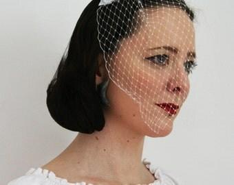 Glittery White bow with veil - Bridesmaid hair accessory - Rock and roll bride veil - Gliter bow hair accessory  - Alternative Bridal Veil