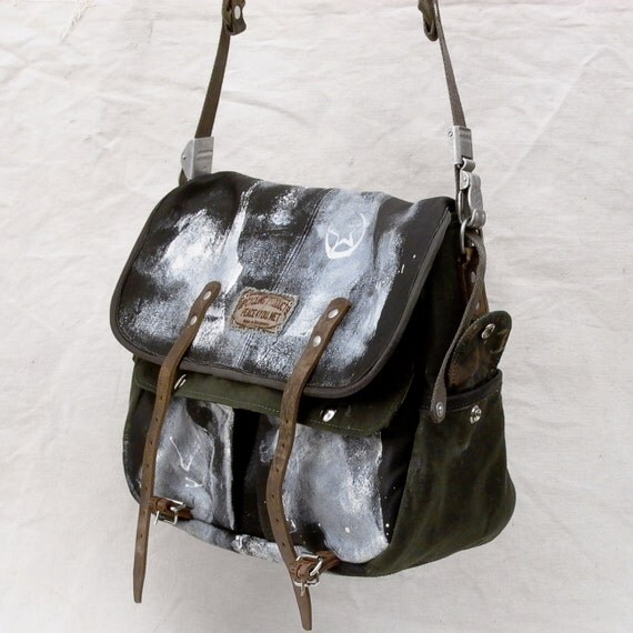 Leather Duffle Messenger Bag // Handmade & Upcycled by peace4you, GERMANY // Model anton-2096