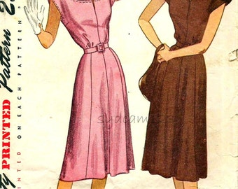 Vintage 1940s Pattern Button Tab Shoulders Shaped Yoke Flared Gored Skirt Dress 1947 Simplicity 2095 Bust 32
