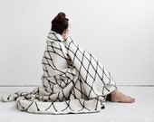 THE GRID woven blanket by bastisRIKE