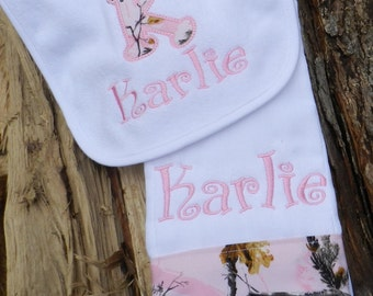 Personalized bib and burp cloth set//baby shower gift//baby girl gift//new baby gift//baby girl burp cloth//pink camo personalized burp pad