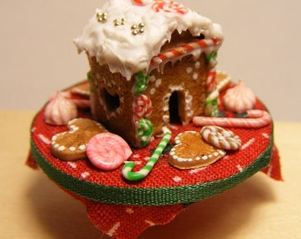 12th Scale Doll House Festive Gingerbread Cottage & Candy Display