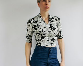 Vintage women's polyester shirt, 90's does 70's, Black & White floral pattern, cropped collar shirt - Small / XS